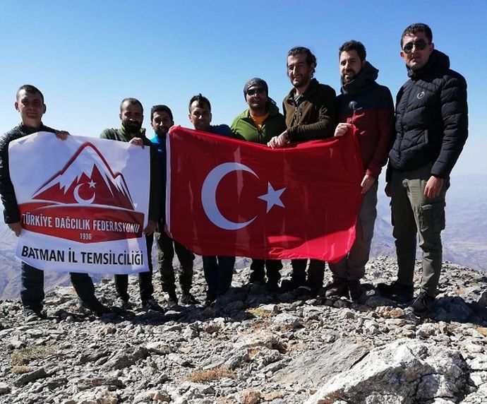 8 dağcı, 8 şehit için tırmandı