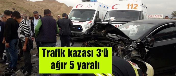 Trafik kazası 3'ü ağır 5 yaralı