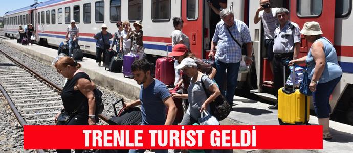 TRENLE TURİST GELDİ
