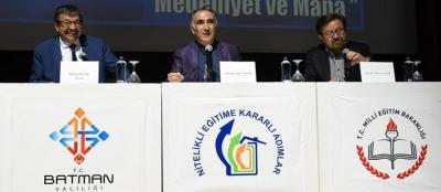 """""""Edebiyat, Medeniyet ve Mana"""" paneli düzenlendi"""