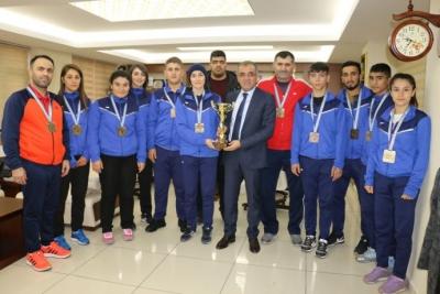 Judocular tebrik edildi