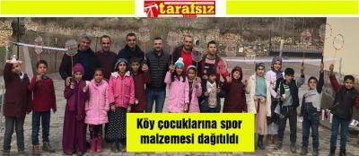 Köy çocuklarına spor malzemesi dağıtıldı