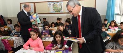 Vali Deniz, okulları ziyaret etti